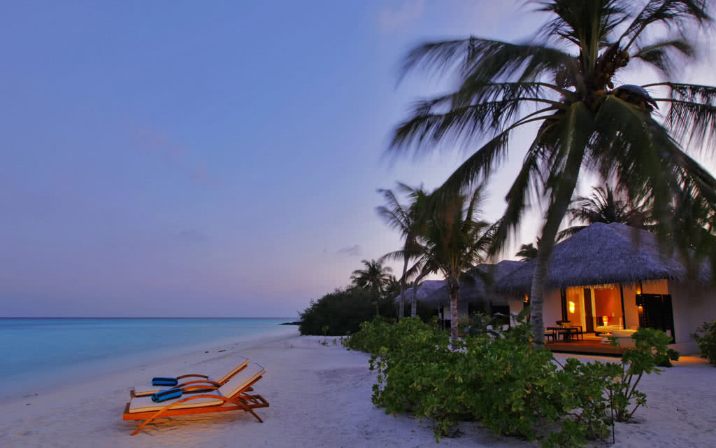 14 velassaru beach_villa_outside