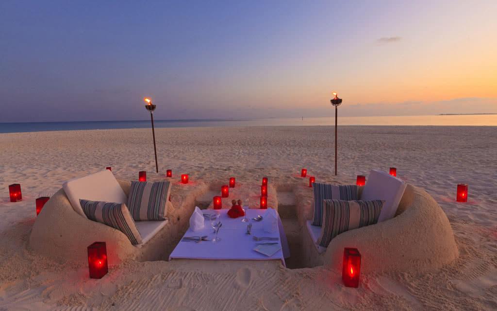 14 velassaru velassaru_beach_dinner