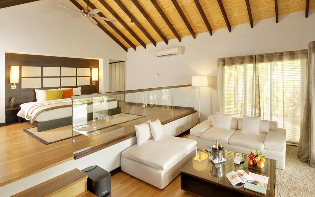 14 velassaru velassaru_pool villa living area