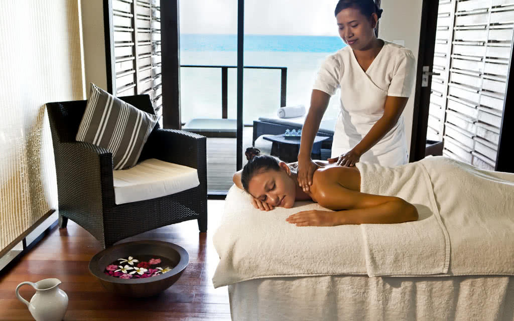 14 velassaru velassaru_spa_treatment