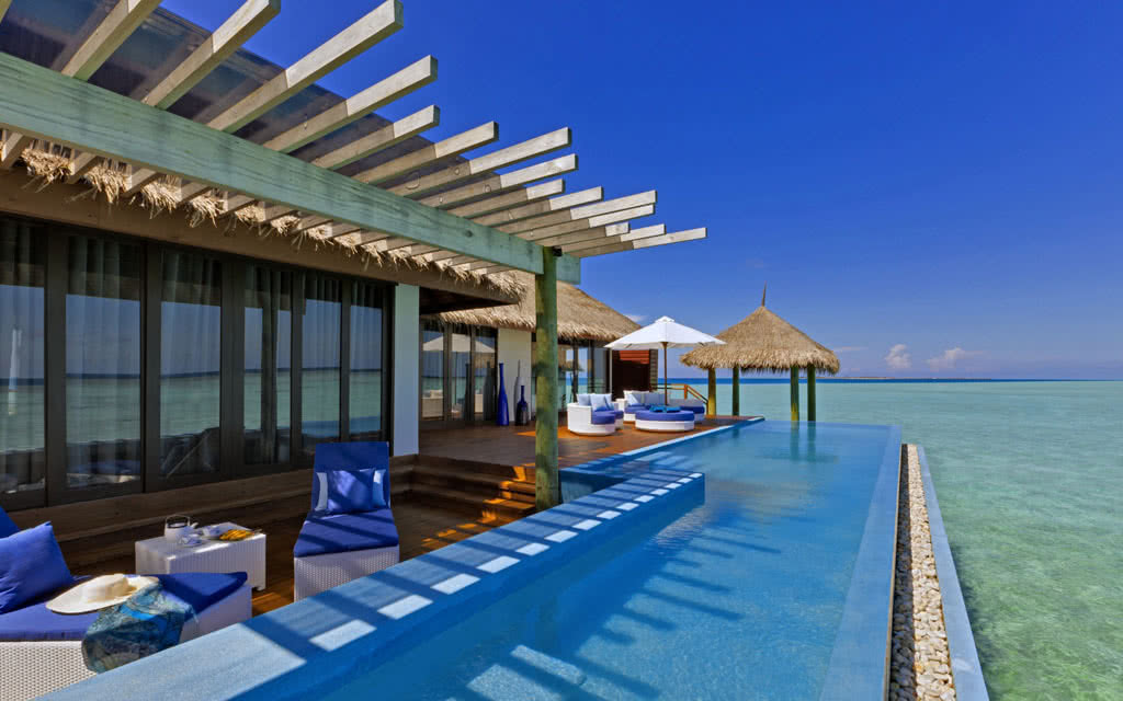 14 velassaru velassaru_water_suite_pool_deck