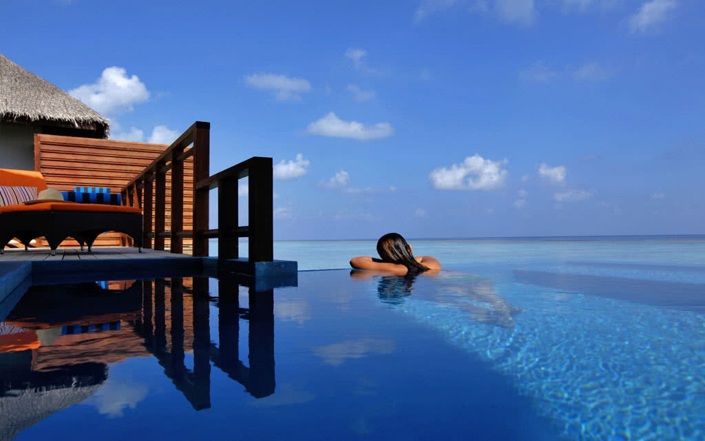 14 velassaru velassaru_watervilla_with_pool