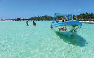 Plage de sable blanc et eau turquoise a bacalar