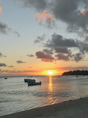 Coucher de soleil au bord de mer
