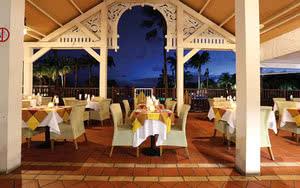 vue terrasse restaurant avec coucher de soleil