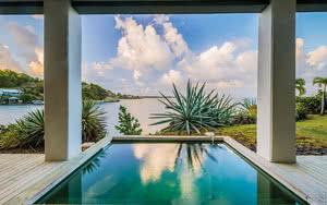piscine vue mer au cap est lagoon