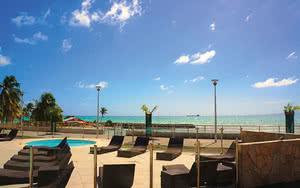 piscine transats Hôtel Karibéa Le Salako