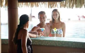 bar piscine de l'hotel
