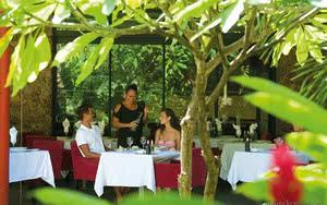 restaurant hotel manava suite resort