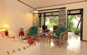 beach bungalow hotel maldives