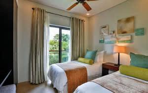 chambre lits double Hôtel Anahita The Resort