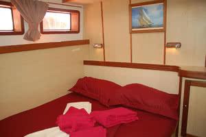 intérieur cabine croisiere catamaran
