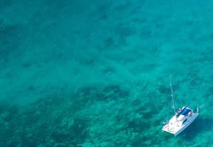 photo aérienne catamaran croisière seychelles