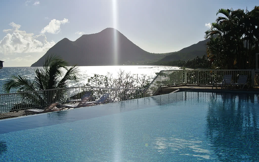 16 diamantbeach vue piscine vers morne larcher