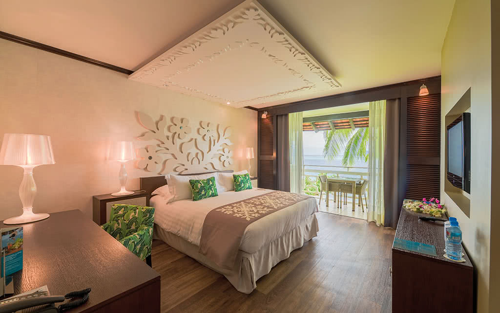 18-ic-tahiti-superior-lagoon-room-23697574432-o
