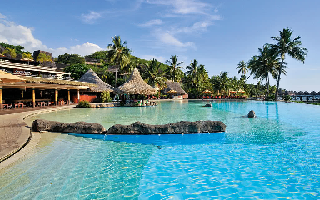 18-ic-tahiti-the-tiare-restaurant-swimming-pool-5817832094-o