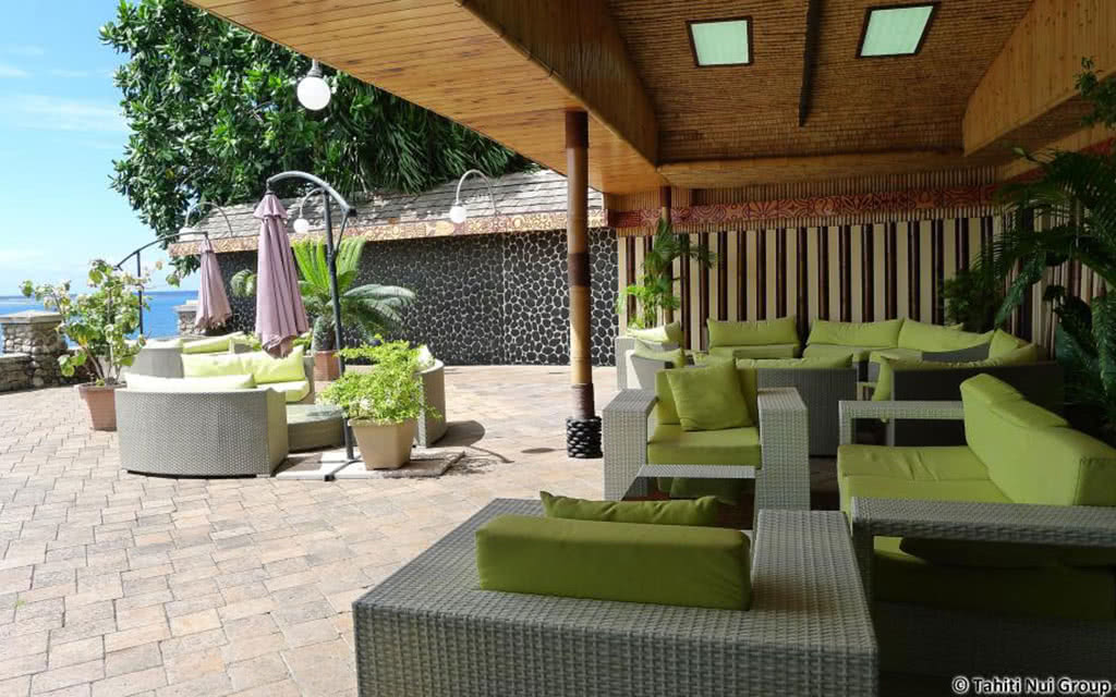 14-ppt-royal-tahitien-restaurant-terrace1