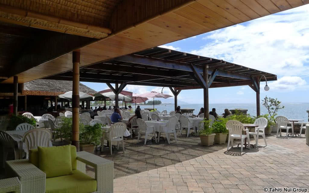14-ppt-royal-tahitien-restaurant-terrace2