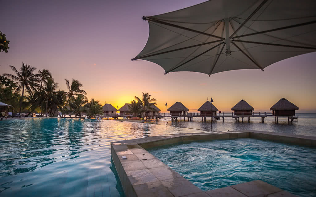17-manavabeachresortmoorea-4-pool-credit-photo-charles-veronese-1-