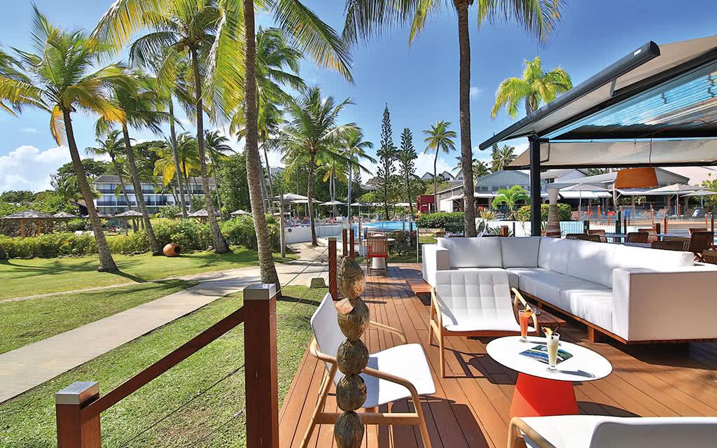 16-creole-la-route-des-epices-terrasse-plage