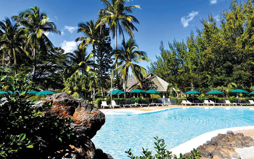 18-relaishermitage-hotel-piscine.jpg