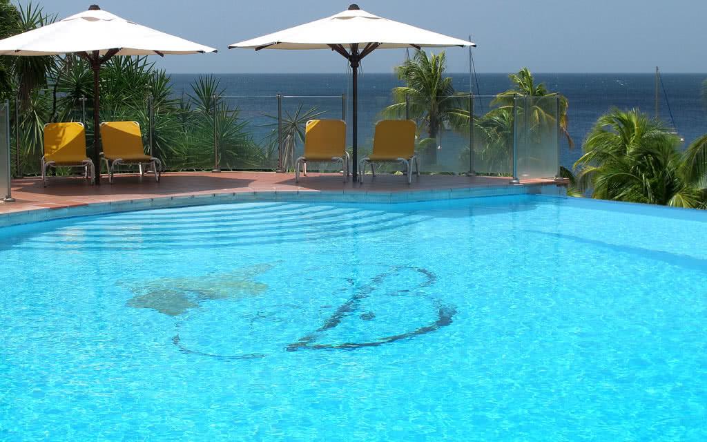 14 bakoua piscine1