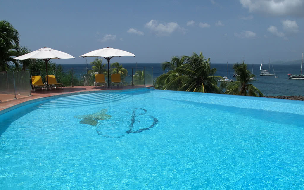 14 bakoua piscine2