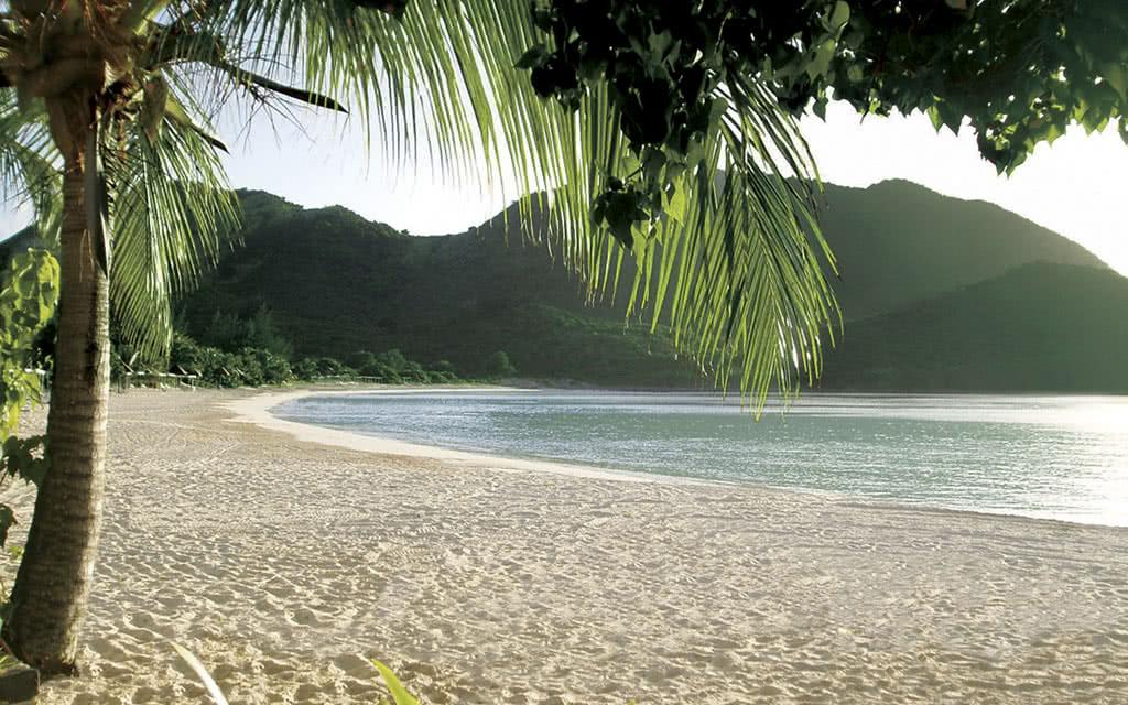 14-radissonstm-beach