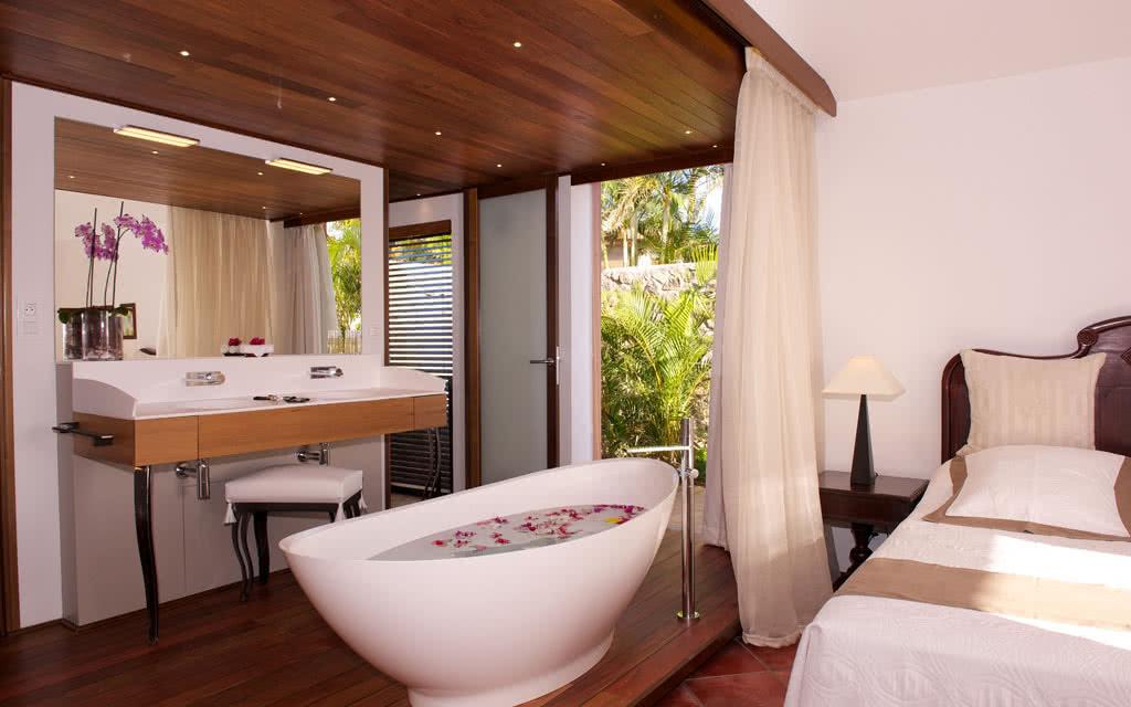blue margouillat seaview hotel 4 voyage r union s jour st denis de la r union. Black Bedroom Furniture Sets. Home Design Ideas