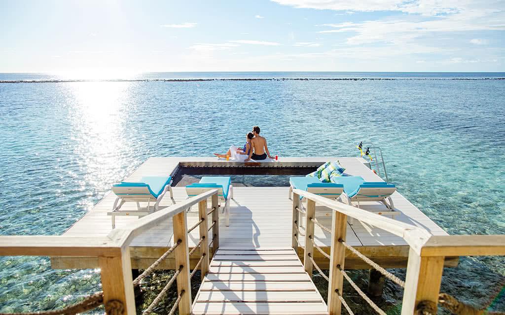 16 kandooma overwater pavillion deck