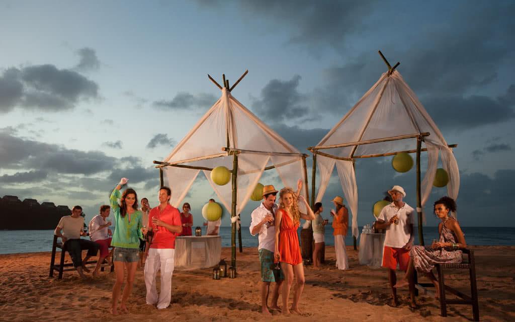 14-latoc-beach-party
