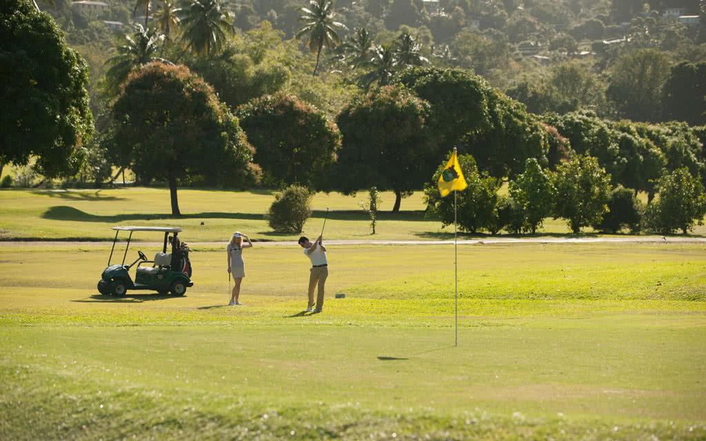 14-latoc-golf-club-couples-golf