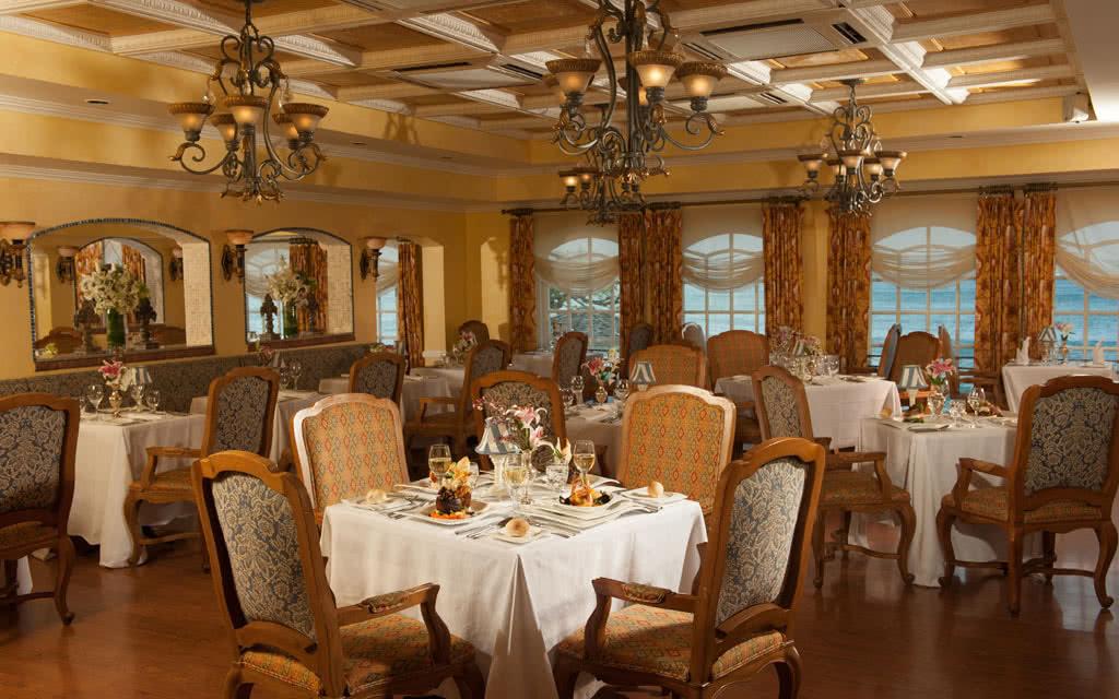 14-latoc-restaurant