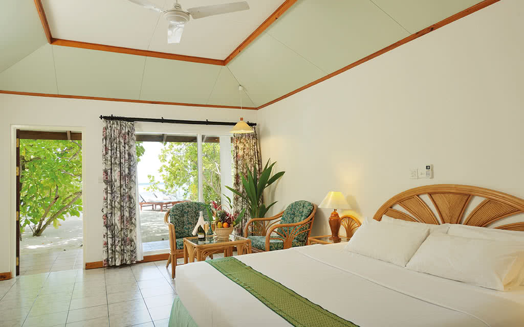 17 sunisland superior beach bungalow interior 02