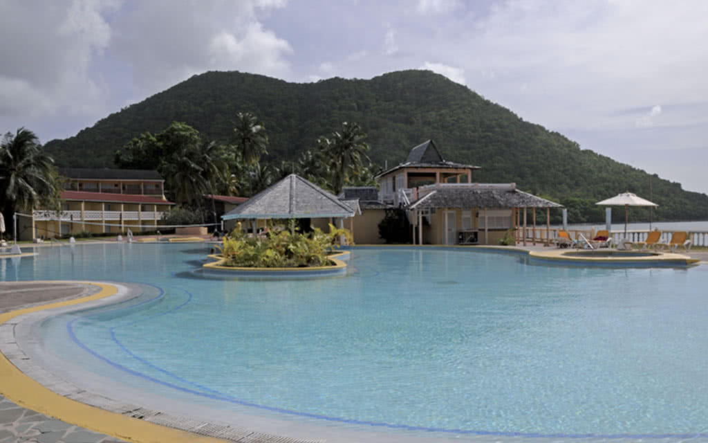 12-rresort-pool1