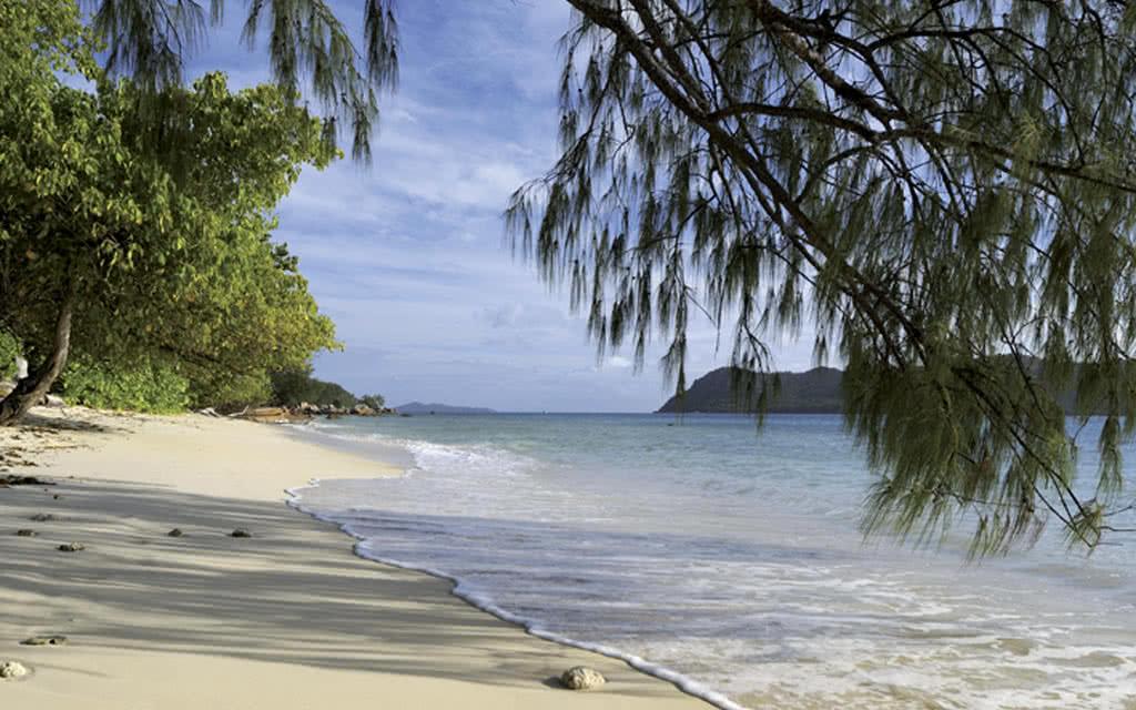 12-raffles-beach7