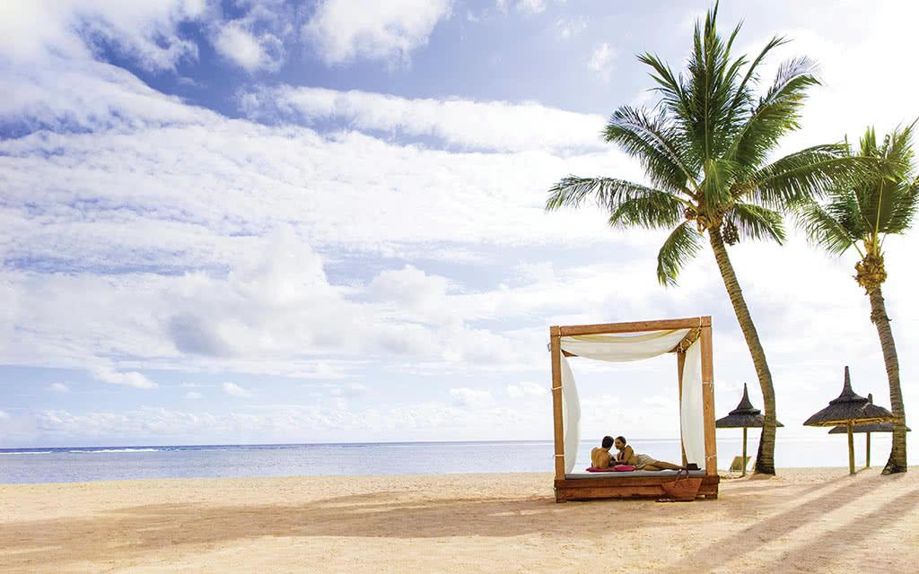 17omr-ext-beach-cabana11
