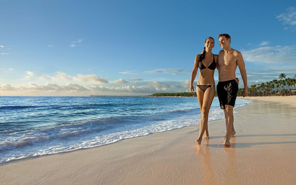 17-nolpc-couple-beach1-2