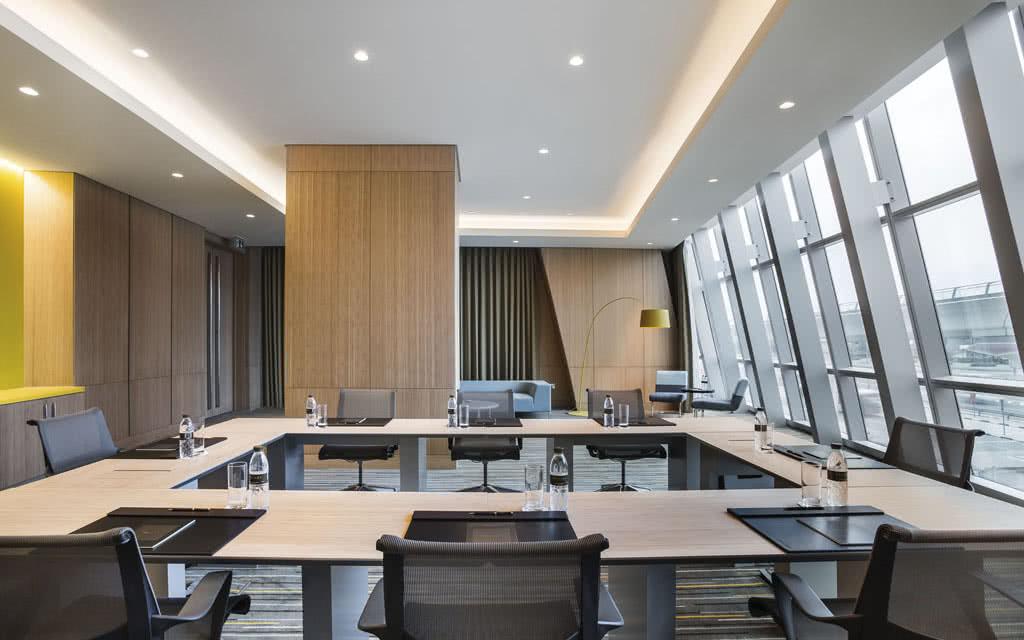 15sofiteldub-boardroom2