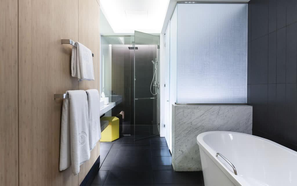 15sofiteldub-classic-room-bath