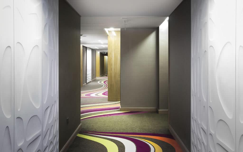 15sofiteldub-hallway1