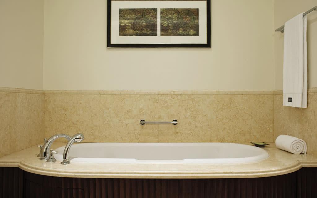 15westin-deluxe-room-bath02