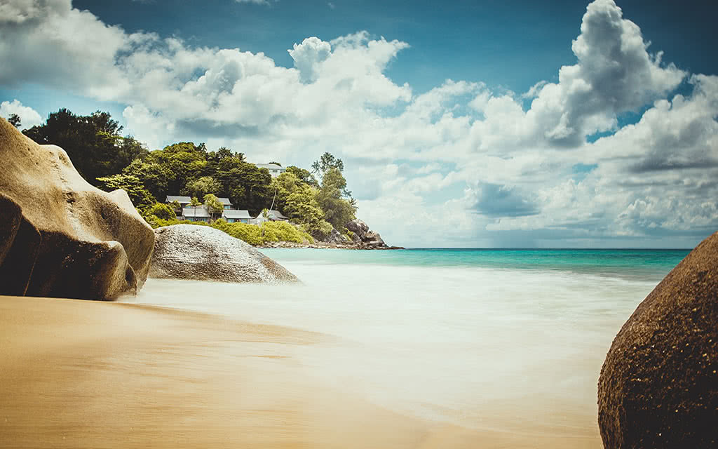 16-carana-carana-beach-boulders