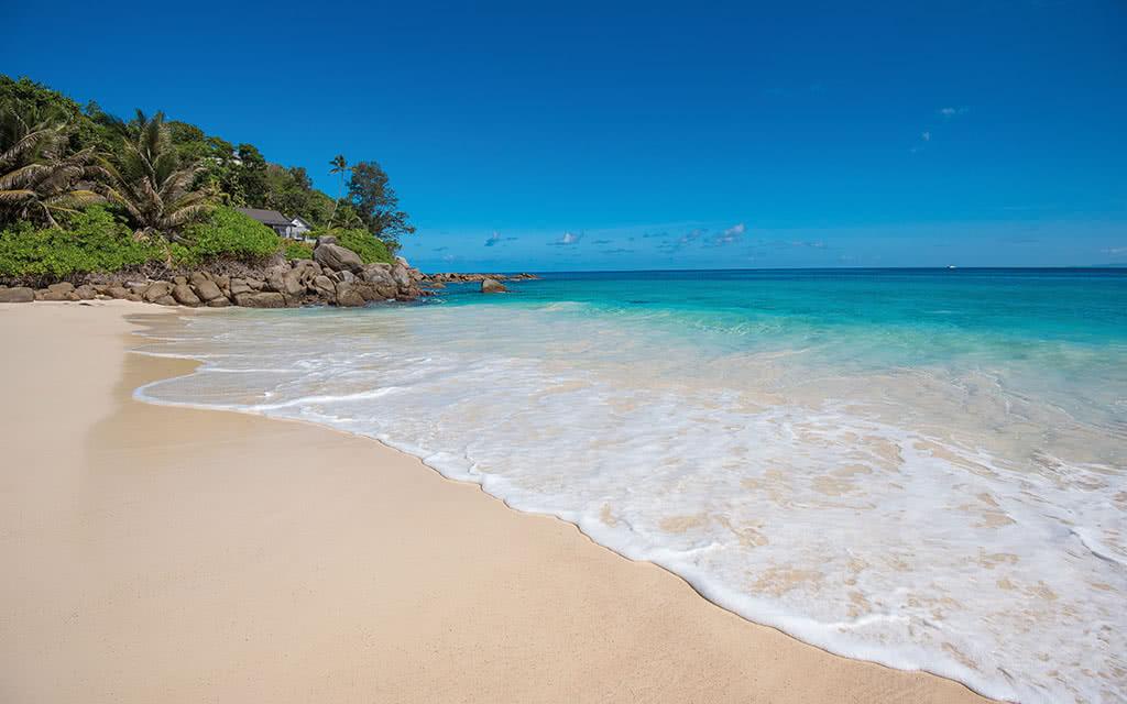 19-carana-main-beach