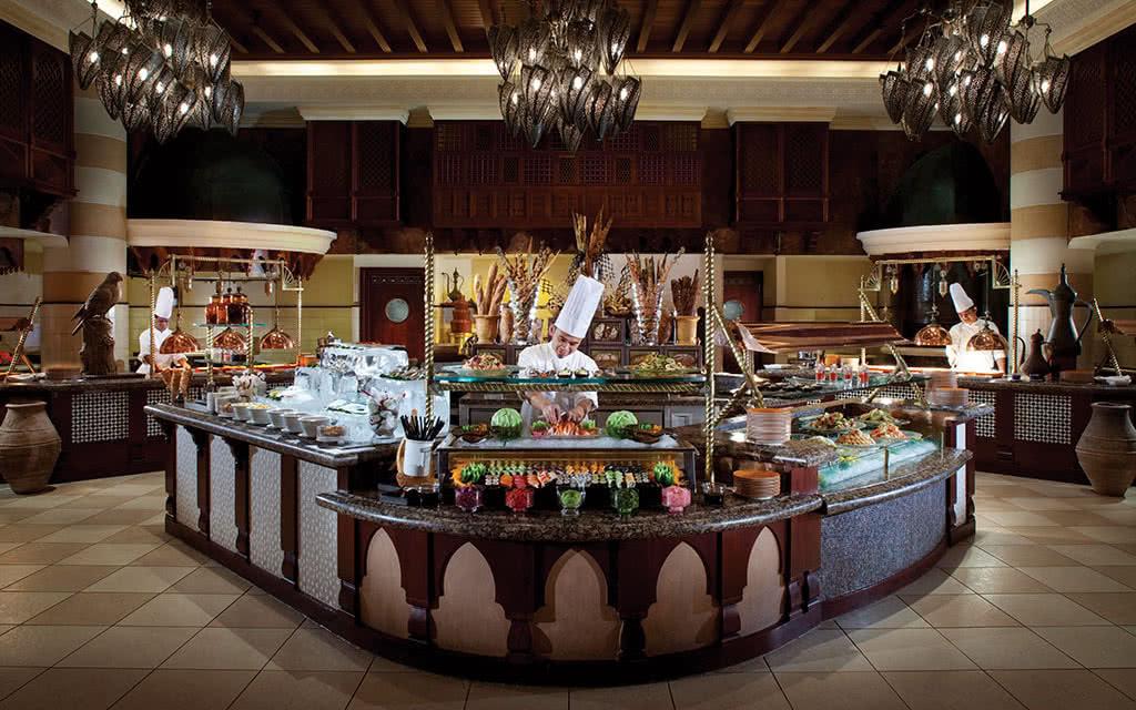 16minaa-al-muna-buffet
