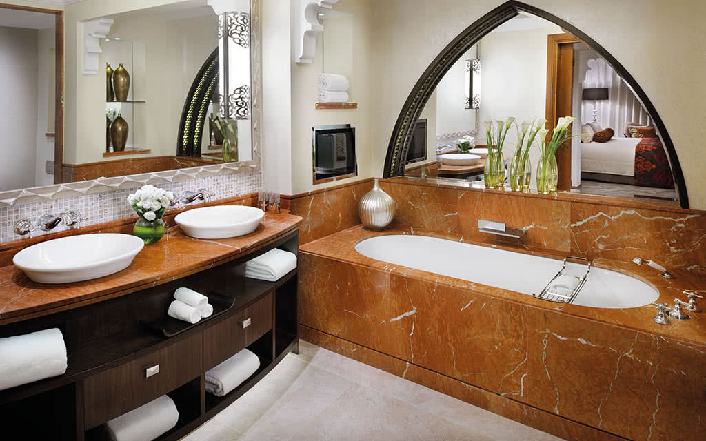 16o-omirage-the-palace-executive-suite-bath