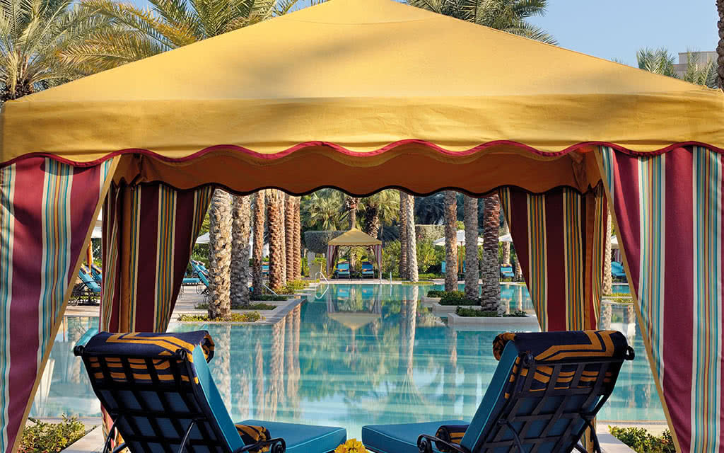 16o omirage the palace grand pool gazebo