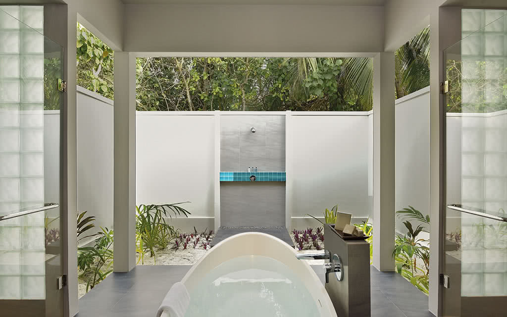 17 dhigali beach villa bathroom