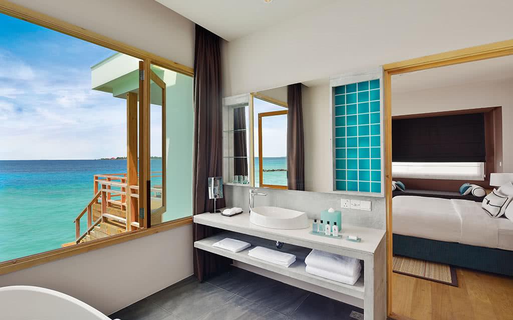 17 dhigali water villa bathroom
