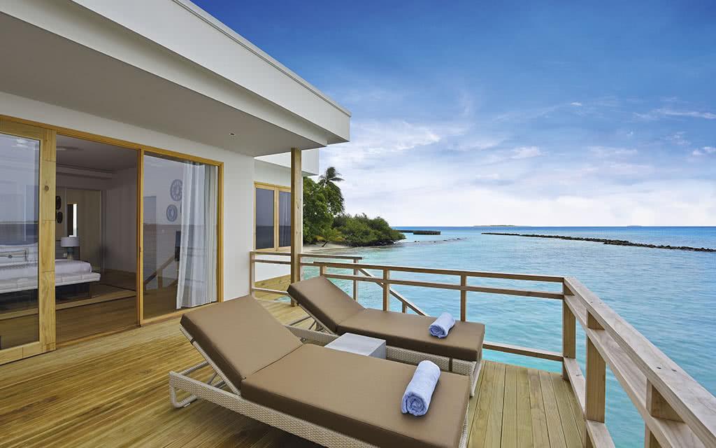 17 dhigali water villa deck